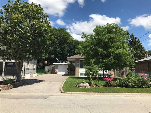 Detached at 75 Sussex Ave, Richmond Hill, Ontario. Image 1