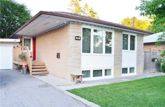 Detached at 75 Sussex Ave, Richmond Hill, Ontario. Image 12
