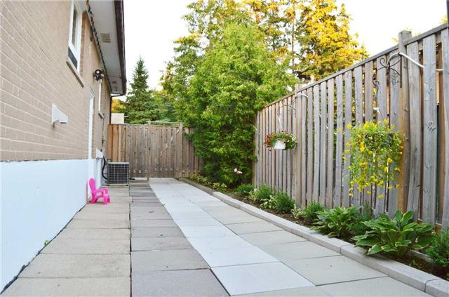 Detached at 75 Sussex Ave, Richmond Hill, Ontario. Image 14
