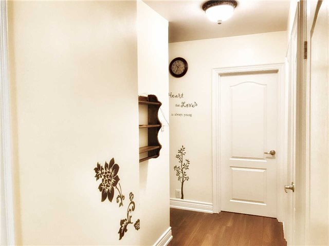 Detached at 75 Sussex Ave, Richmond Hill, Ontario. Image 10