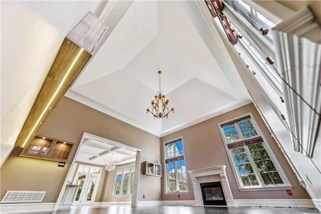 Detached at 21 Sunnywood Cres, Richmond Hill, Ontario. Image 2