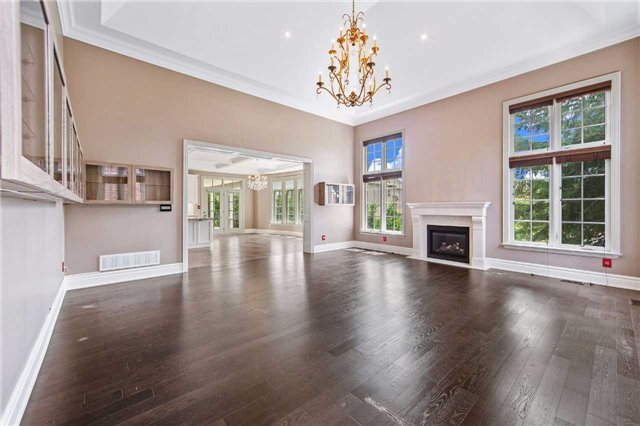 Detached at 21 Sunnywood Cres, Richmond Hill, Ontario. Image 3