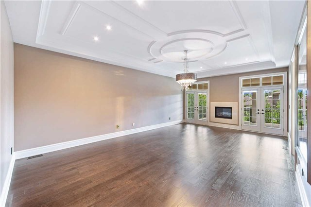 Detached at 21 Sunnywood Cres, Richmond Hill, Ontario. Image 4