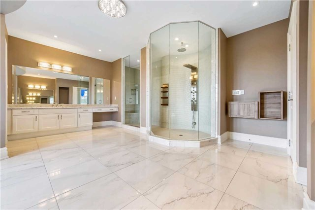 Detached at 21 Sunnywood Cres, Richmond Hill, Ontario. Image 9