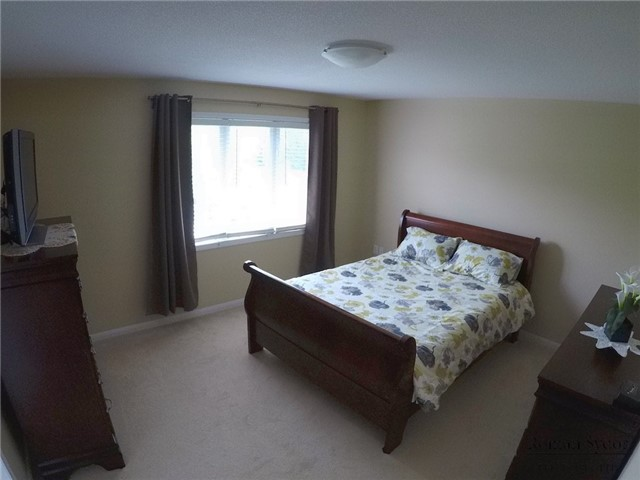 Semi-detached at 219 Weldon Rd, Whitchurch-Stouffville, Ontario. Image 2