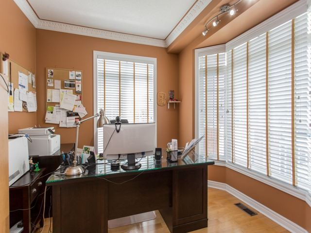 Detached at 54 St Urbain Dr, Vaughan, Ontario. Image 14