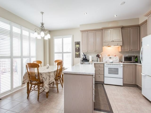 Detached at 54 St Urbain Dr, Vaughan, Ontario. Image 18