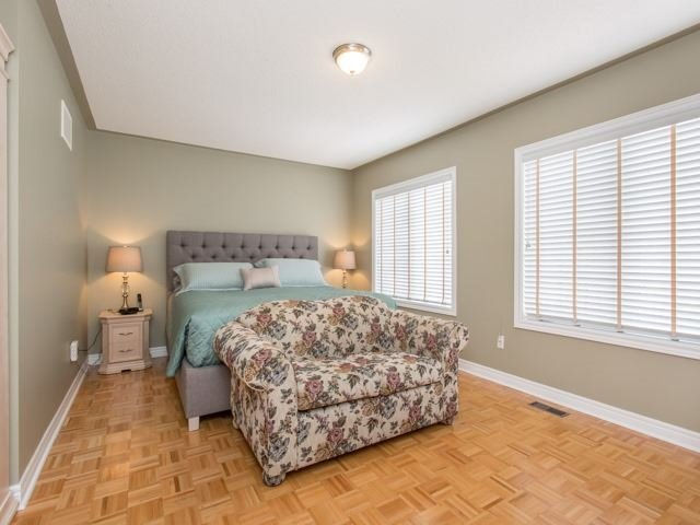 Detached at 54 St Urbain Dr, Vaughan, Ontario. Image 2