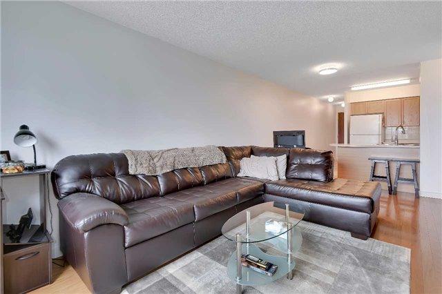 Condo Apartment at 23 Oneida Cres, Unit 701, Richmond Hill, Ontario. Image 7