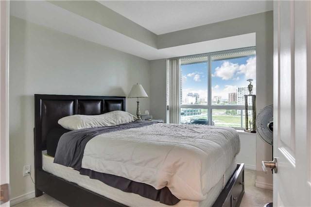 Condo Apartment at 23 Oneida Cres, Unit 701, Richmond Hill, Ontario. Image 8