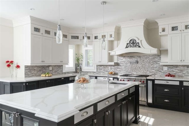 Detached at 110 Green Manor Cres, Vaughan, Ontario. Image 2