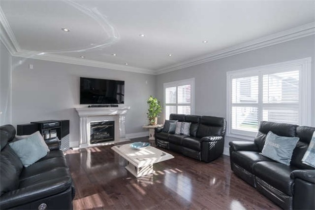 Detached at 110 Green Manor Cres, Vaughan, Ontario. Image 4