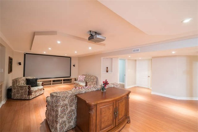 Detached at 110 Green Manor Cres, Vaughan, Ontario. Image 6