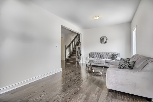 Detached at 2 Milby Cres, Bradford West Gwillimbury, Ontario. Image 15
