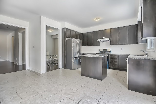 Detached at 2 Milby Cres, Bradford West Gwillimbury, Ontario. Image 3
