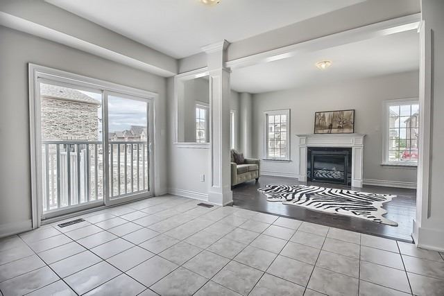 Detached at 2 Milby Cres, Bradford West Gwillimbury, Ontario. Image 4