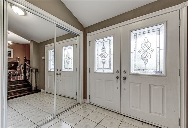 Detached at 28 Sharon Blvd, East Gwillimbury, Ontario. Image 12