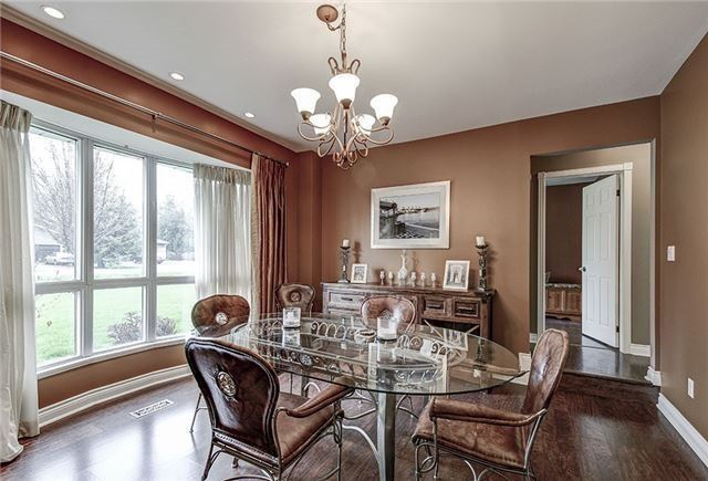 Detached at 28 Sharon Blvd, East Gwillimbury, Ontario. Image 19