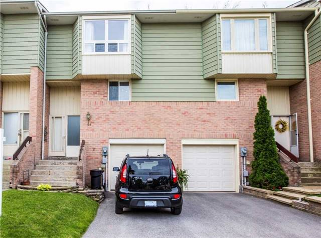 Condo Townhouse at 106 Deer Run Cres, Bradford West Gwillimbury, Ontario. Image 1
