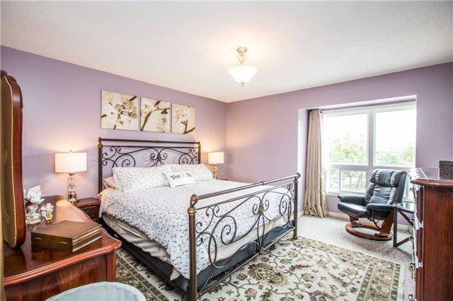 Condo Townhouse at 106 Deer Run Cres, Bradford West Gwillimbury, Ontario. Image 12