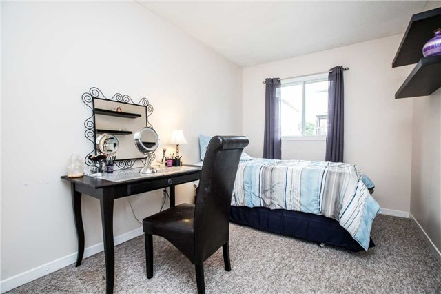 Condo Townhouse at 106 Deer Run Cres, Bradford West Gwillimbury, Ontario. Image 13