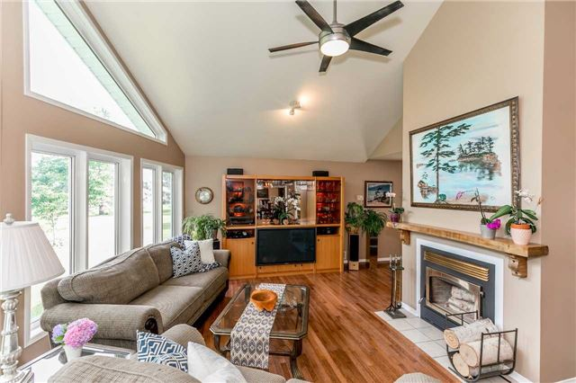 Detached at 3794 East St, Innisfil, Ontario. Image 14