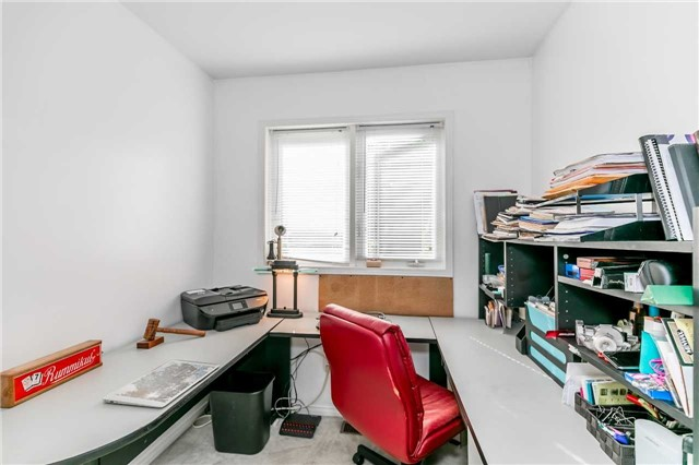 Detached at 3794 East St, Innisfil, Ontario. Image 17
