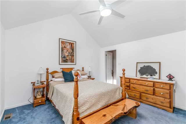 Detached at 3794 East St, Innisfil, Ontario. Image 3
