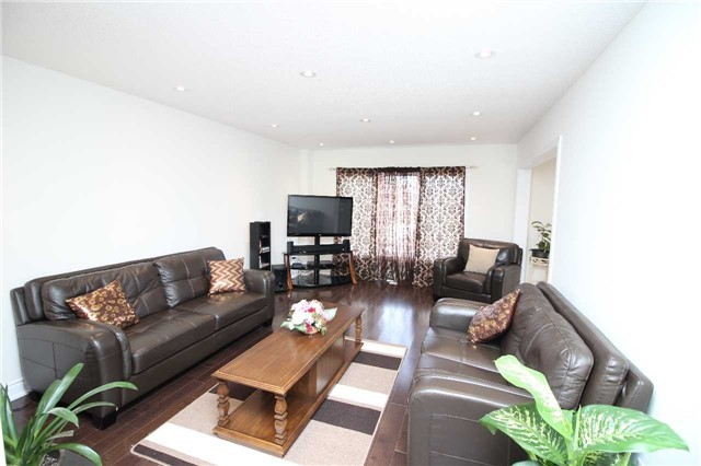 Townhouse at 34 Westcliffe Cres, Richmond Hill, Ontario. Image 13