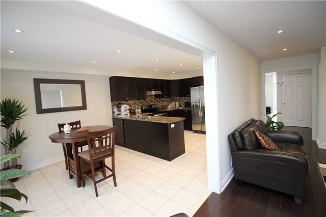 Townhouse at 34 Westcliffe Cres, Richmond Hill, Ontario. Image 18