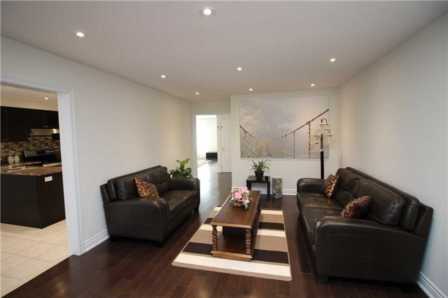 Townhouse at 34 Westcliffe Cres, Richmond Hill, Ontario. Image 2