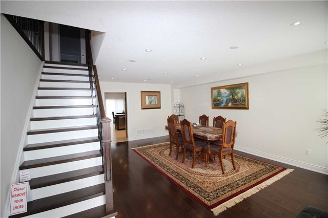 Townhouse at 34 Westcliffe Cres, Richmond Hill, Ontario. Image 4