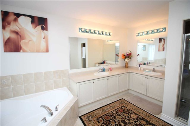 Townhouse at 34 Westcliffe Cres, Richmond Hill, Ontario. Image 5