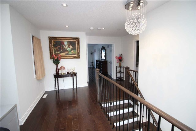 Townhouse at 34 Westcliffe Cres, Richmond Hill, Ontario. Image 8