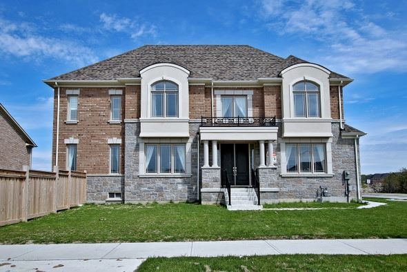 Detached at 410 Hartwell Way, Aurora, Ontario. Image 1