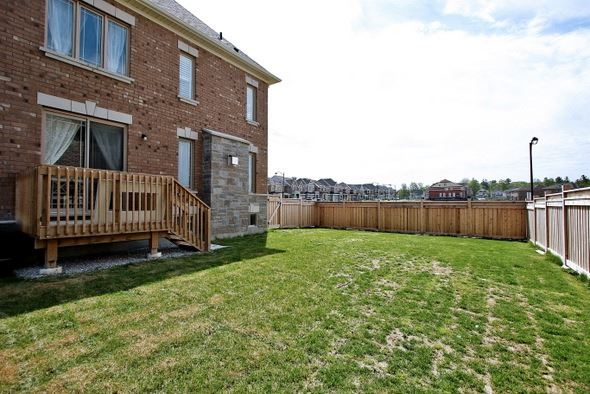 Detached at 410 Hartwell Way, Aurora, Ontario. Image 13