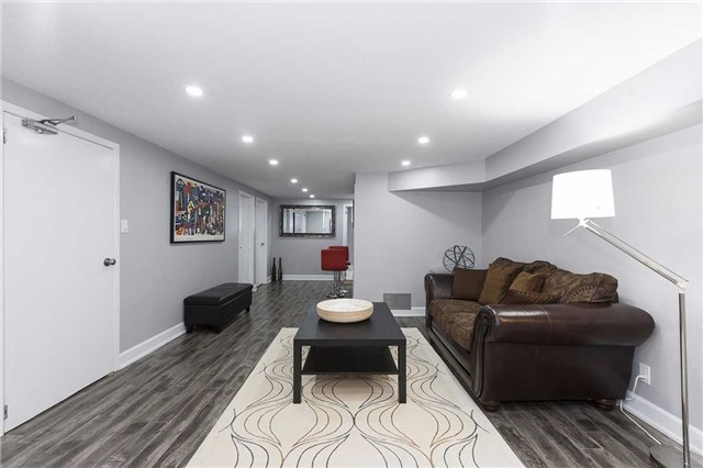 Semi-detached at 302 Demaine Cres, Richmond Hill, Ontario. Image 4