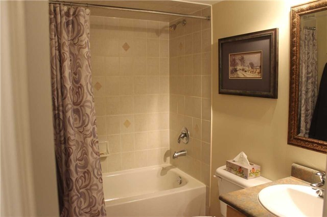 Condo Townhouse at 440 Terry Carter Cres, Newmarket, Ontario. Image 4
