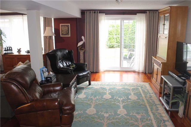 Condo Townhouse at 440 Terry Carter Cres, Newmarket, Ontario. Image 7