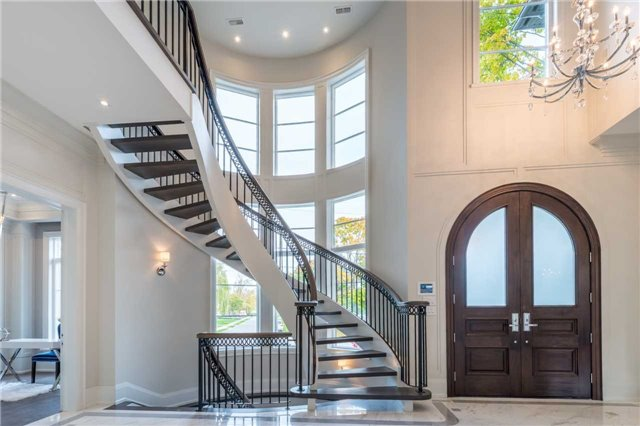 Detached at 37 Orlon Cres, Richmond Hill, Ontario. Image 15