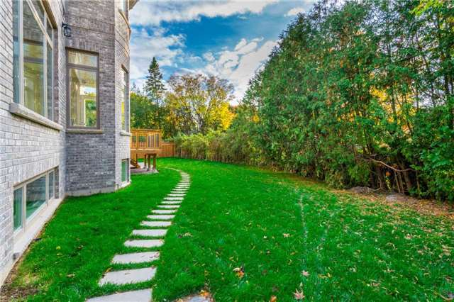 Detached at 37 Orlon Cres, Richmond Hill, Ontario. Image 10