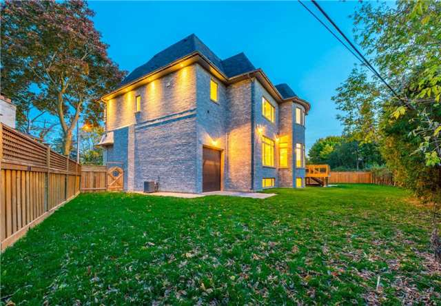 Detached at 37 Orlon Cres, Richmond Hill, Ontario. Image 11
