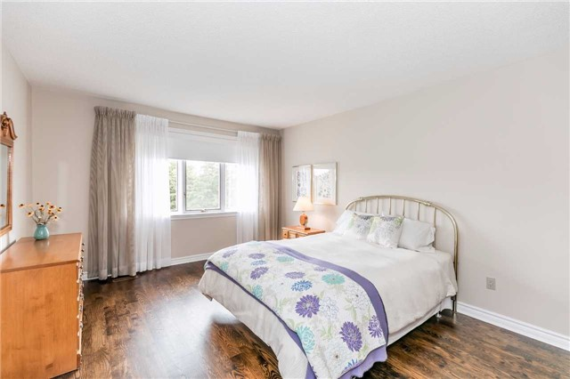 Detached at 3 Jenkinson Grve, King, Ontario. Image 5