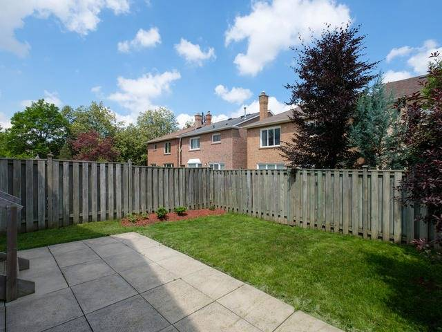 Detached at 122 Glenmanor Way, Vaughan, Ontario. Image 11