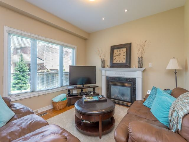Detached at 14 Pondmede Cres, Whitchurch-Stouffville, Ontario. Image 16