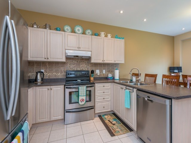 Detached at 14 Pondmede Cres, Whitchurch-Stouffville, Ontario. Image 3