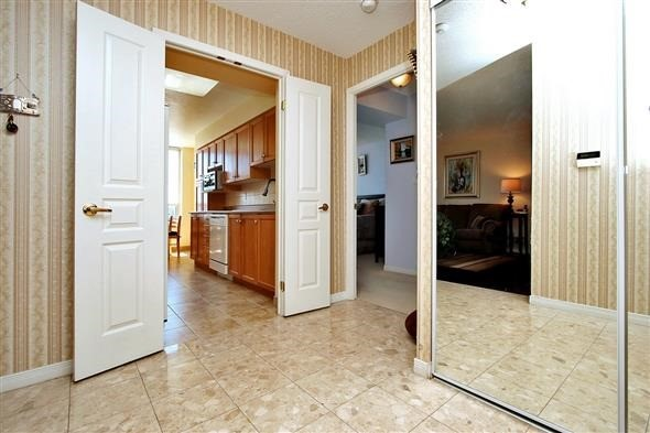 Condo Apartment at 29 Northern Heights Dr, Unit 707, Richmond Hill, Ontario. Image 14