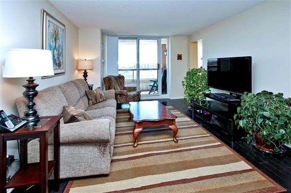 Condo Apartment at 29 Northern Heights Dr, Unit 707, Richmond Hill, Ontario. Image 15