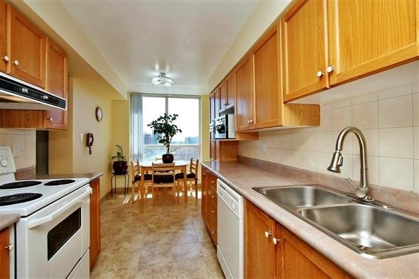 Condo Apartment at 29 Northern Heights Dr, Unit 707, Richmond Hill, Ontario. Image 19