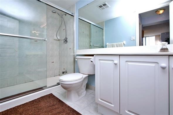 Condo Apartment at 29 Northern Heights Dr, Unit 707, Richmond Hill, Ontario. Image 5
